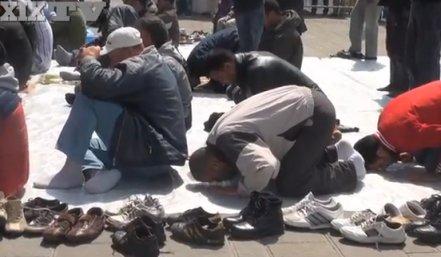 Comunità Islamica, preghiera in piazza per chiedere la Moschea